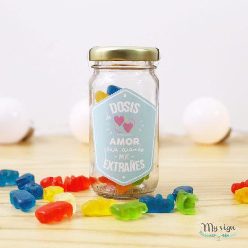 frasco de gomitas con diseño para enamorados
