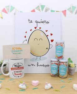 Cuadro con diseño, taza, vale y trio de dulces con diseño para enamorados