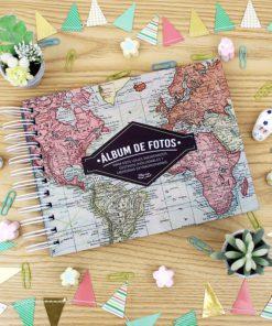 álbum de fotos con diseño del mapa mundial